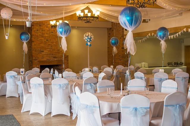 Как принято праздновать Бумажную свадьбу?
