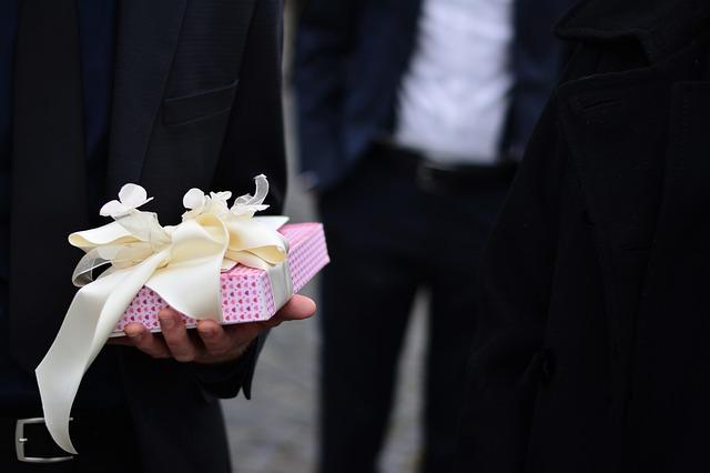 Что подарить на Бумажную годовщину свадьбы?