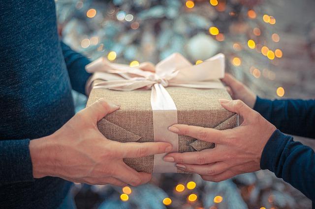 Подарки от гостей для супругов на Льняную свадьбу