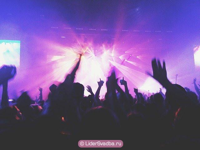 Сходить в клуб, на концерт, в бар, на дискотеку