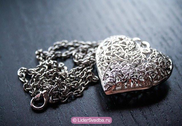 Символом юбилея 25 лет свадьбы стал удивительный по своим свойствам металл - серебро