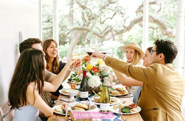 На 25-ю годовщину приглашаются те гости, которые присутствовали в момент бракосочетания