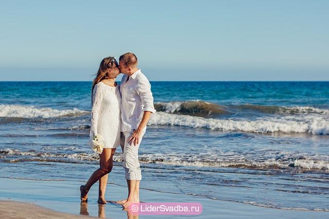 Организовать короткий медовый месяц на море