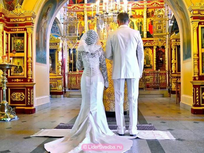 Празднование юбилея свадьбы в прошлом веке предполагало приглашение священника
