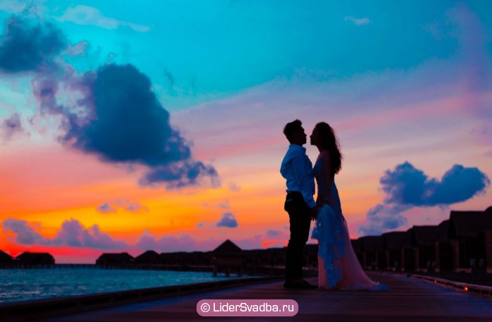 Железная свадьба - отличный способ назвать эту годовщину, показывающий основную суть семьи после стольких лет брака