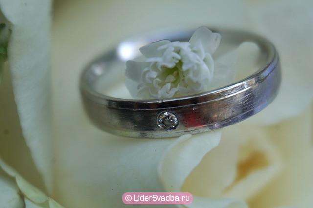 На 25-й юбилей свадьбы супруги должны обменяться серебряными кольцами и носить их в течение года вместо золотых.
