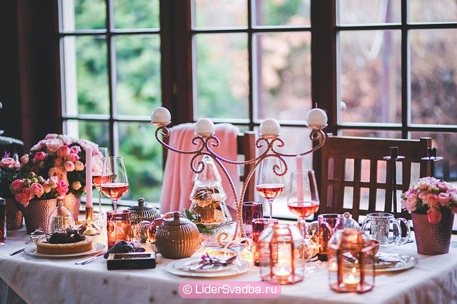 Традиционно Фарфоровую свадьбу отмечают в семейном кругу