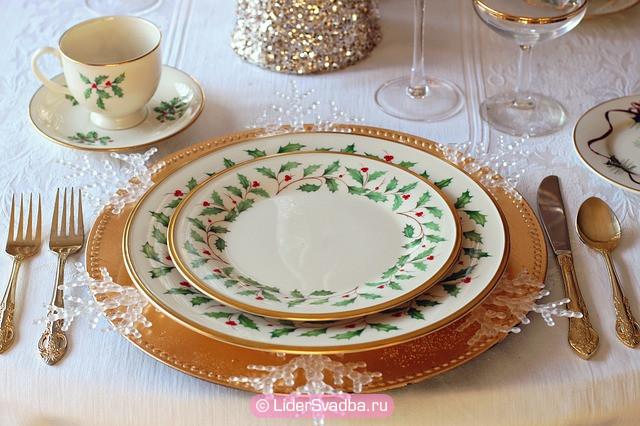 Традиции свадьбы 20 лет, предполагают, что на столе должна быть только посуда из фарфора