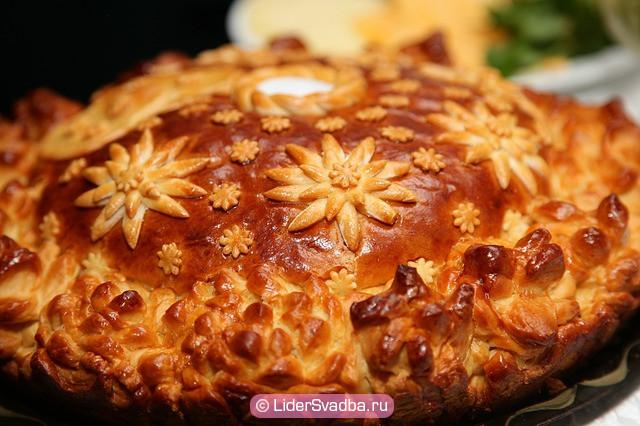 Раньше невеста должна была самостоятельно испечь сладкое блюдо (каравай).