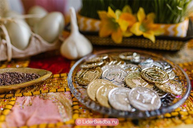 Для проведения ритуала необходимо блюдце и несколько монет
