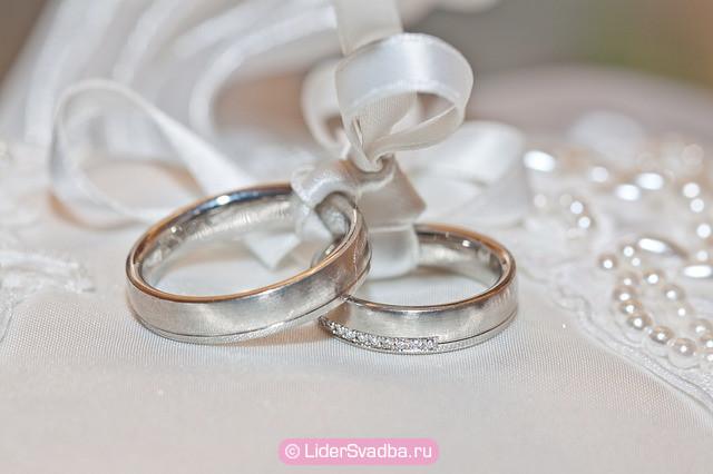 Лучше всего отправиться в ювелирный магазин вместе с будущей невестой