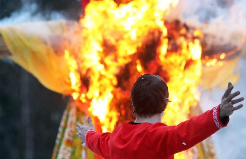 Сжигание фигур из льна