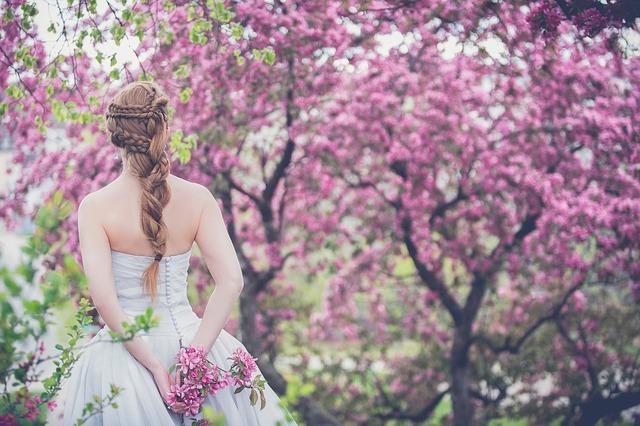 Сценарий деревянной свадьбы с посадкой деревьев