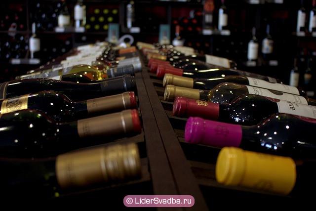 Можно подарить красное вино