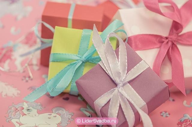 Приветствуются любые другие подарки, лишь бы они были парными