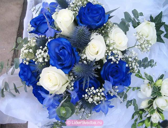 Прекрасный букет цветов в необычной подаче