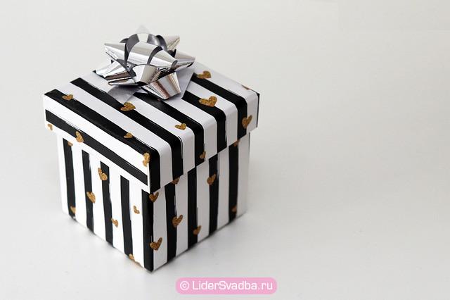 Можно подарить как деньги, так и желаемый подарок